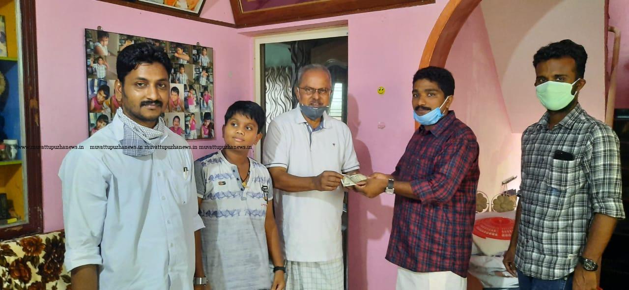 Photo of ദുരിതാശ്വാസനിധിയിലേയ്ക്കായി ഡി.വൈ.എഫ്.ഐ. യുടെ 10 രൂപ ചലഞ്ച്.